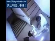 หลุดเป็นข่าวดังในประเทศ China ชายหื่นตามมากดสาวพนักงงานออฟฟิตตรงทางขึ้นบันไดห้องพักกล้องจับไว้ได้