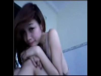 """หลุด webcam ไทยน้อง """"บี"""" สาวกำแพงเพรชน่ารักมากขนาดไม่ทำอะไรมากยังน่าดูมีโชว์ไฟหน้าขนาดกำลังพอเหมาะน่าจับน่าเข้น"""