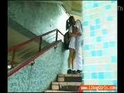 คลิปตามแอบถ่ายเพื่อนนักเรียนมีอะไรกันกลางวันแสก ๆ บนทางขึ้นบรรไดสะพานลอยเลย XXX