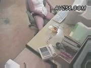 โดนถ่ายฟรีกล้องที่ทำงานเห็นคลิปแล้ว Admin เศร้าอยากจะเข้าไปเด้าสัก 10 ทีสงสัยเหงาสาวอ็อฟฟิต