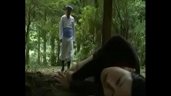 ห้องน้ำ กลางป่า มีรู ด้วย แม่งทำมาเพื่อไว้เย็ดกันข้ามห้องหรอเนี่ย แถมออกมาเจอสาวคนเดิมโดนมัดอยู่ด้วย จับเย็ดสิครับรอไร
