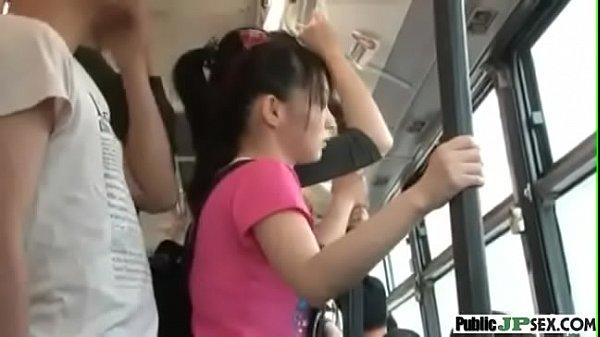 วัยรุ่นสาวขี้เงี่ยน เล่นควยหนุ่มบนรถเมล์xxx เกือบจะโดนเย็ดไปแล้ว ตูดใหญ่หี ลีลายั่วเด็ดมาก