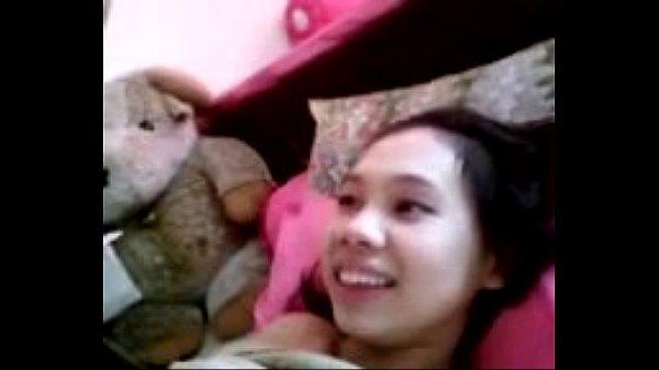 คลิปเด็ด น้องเก๋ สาวไทย นอนอ้าหีให้แฟนเย็ดบนที่นอน น่ารัก แต่หมอยดกไปหน่อยนะ 18+