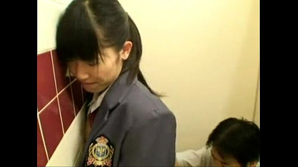 คลิปโป๊ ญ๊่ปุ่น นักเรียนสาว โดนครูหนุ่ม ลวนลามในห้องน้ำ จับเย็ดคาชุดนักศึกษา โดนจับเย็ดแตกใน ไหลเต็มรู