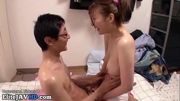 Av Japan พี่สาวหุ่นอวบนวดน้ำมันให้น้อง เจอควยแท่งโตเลยคว้าเข้าปาก พี่น้องเย็ดกัน
