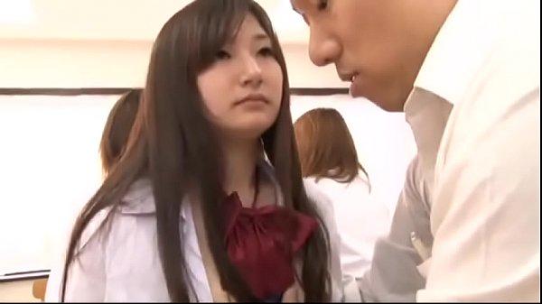 หนังโป๊ญี่ปุ่นนักเรียนชายสุดหื่นใช้นาฬิกาหยุดเวลา เย็ดเพื่อนในห้องเรียนถกกระโปรงเลียหี เอาควยยัดปากจับเย็ดทีละคน