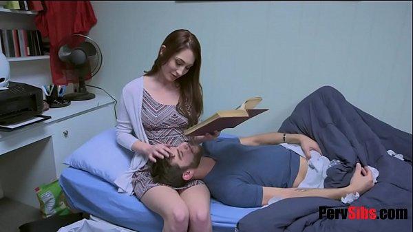 หนุ่มเคาดกแกล้งป่วยหลอกเย็ดแฟนสาว ให้เช็ดตัวเห็นควยแล้วเงี่ยน ชักว่าวอมควยขึ้นขย่มแตกใน