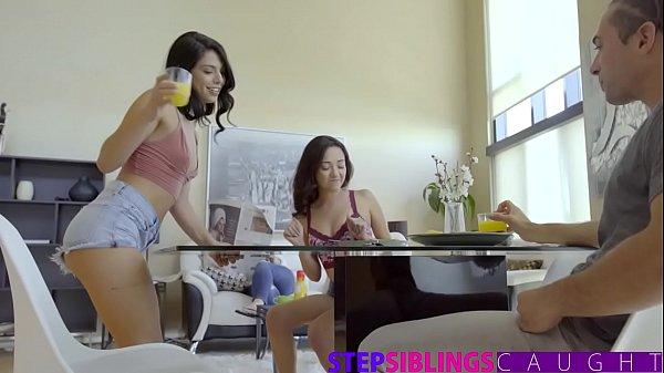 หนังโป๊ฝรั่งแอบเล่นชู้เย็ดเมียเพื่อน เด็กใจแตกอมควยเพื่อนผัวแอบเย็ดใต้โต๊ะ เย็ดสดหีกะทิแคมชมพูน้ำแตกในไหลคารู