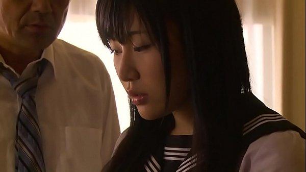 นักเรียนม.ปลายใจแตกให้ท่าพ่อเลี้ยง แอบเล่นชู้ขาวอวบตัวเล็ก Av japanโดนพ่อเลี้ยงจับเย็ดน้ำแตกคาปาก